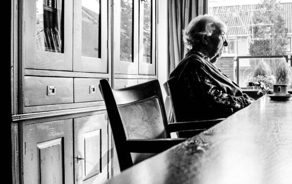 De strijd tegen eenzaamheid; technologie als wondermiddel?