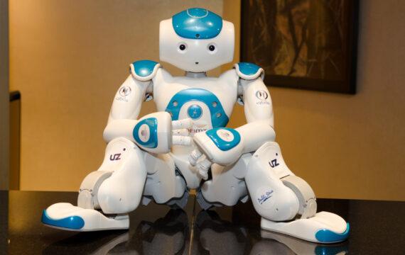 Ontwikkelaar zorgrobot Zora krijgt miljoeneninvestering