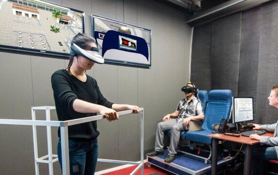 Virtueel vliegen in e-lab moet mensen van vliegangst afhelpen