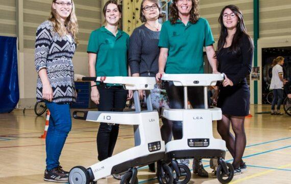 Robotrollator LEA helpt patiënten Sint Maartenskliniek bij revalidatie