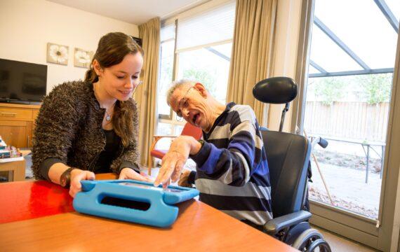 Zorgorganisatie Dichterbij komt met platform e-health toepassingen