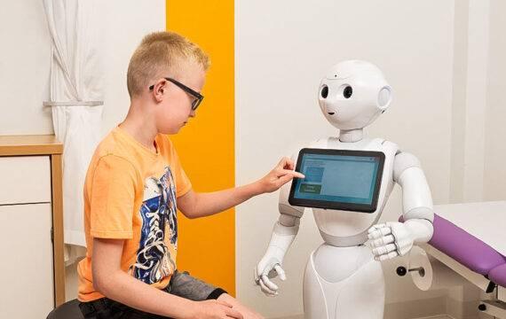 MMC zet zorgrobot Pepper in voor educatie op poli kindergeneeskunde