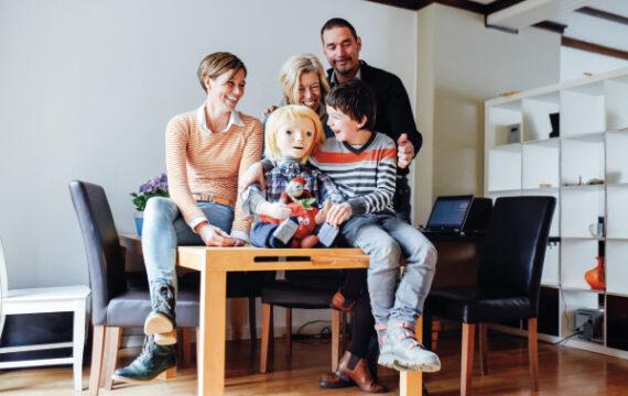 Robot KASPAR helpt autistische kinderen bij hun ontwikkeling