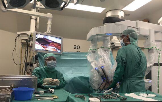 Operatierobot ondersteunt chirurgen UMCG bij complexe ingrepen