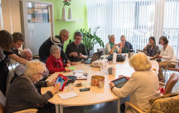 Studenten maken ouderen digitaal vaardig