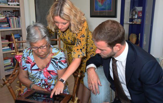 Rotterdamse senioren ontvangen eerste Memory Lane-tablets