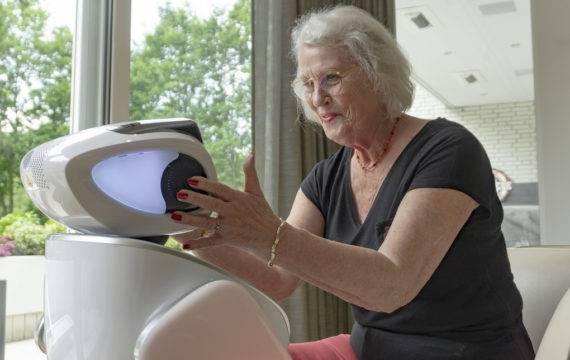 Zorgrobot steeds vaker ingezet in de ouderenzorg