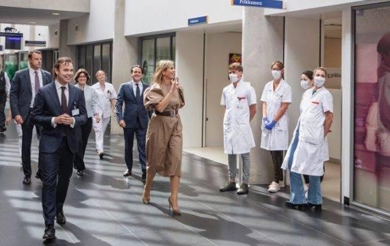 Koningin Máxima bekijkt digitalisering ziekenhuiszorg