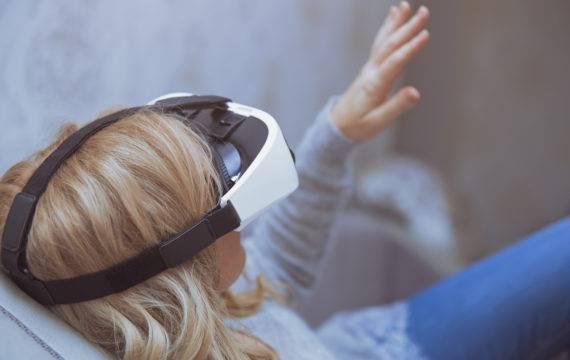 Medische hypnose met VR-bril tegen pijn en angst bij kinderen