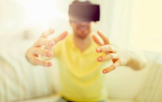 COVID-19 patiënten revalideren thuis met VR-revalidatie