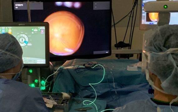 Oogziekenhuis gaat digitale  operatiemicroscoop inzetten