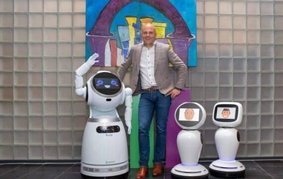 Coronaproof robot controleert publiek en sporters