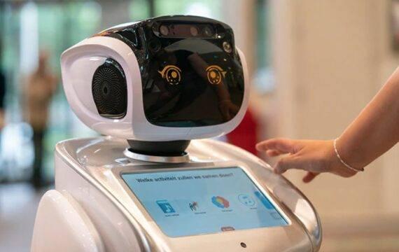 Zorgrobot SARA gaat ouderen helpen bij Vitalis