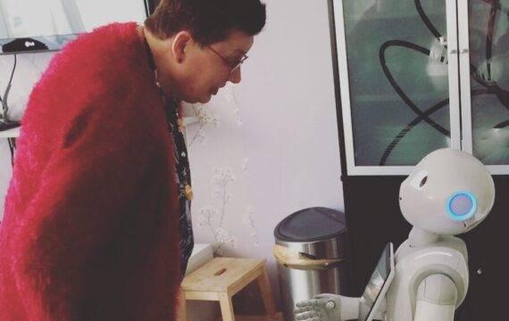 Opmars robots in zorg, grote impact verwacht