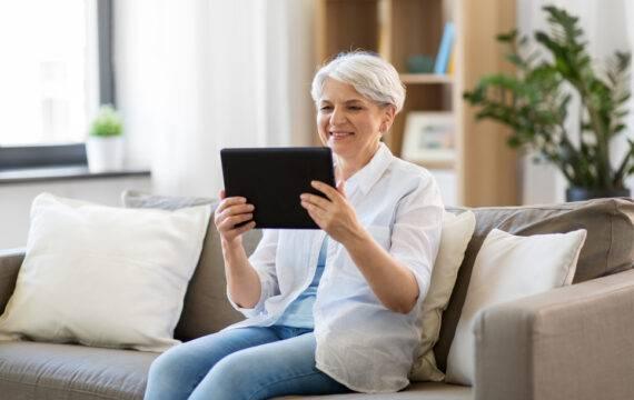 Beeldbellen en belcirkels helpen onderling contact ouderen