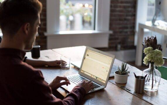Online hulpmiddelenwijzer voor stomadragers