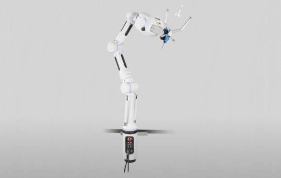 Robot-arm van 'nagellak' Tijn met succes in gebruik genomen