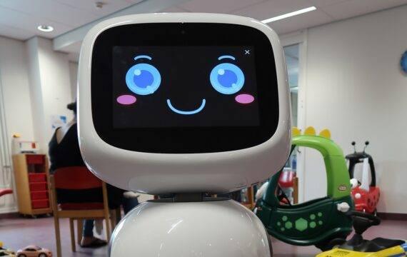 Rijnstate zet sociale robot James op proef in